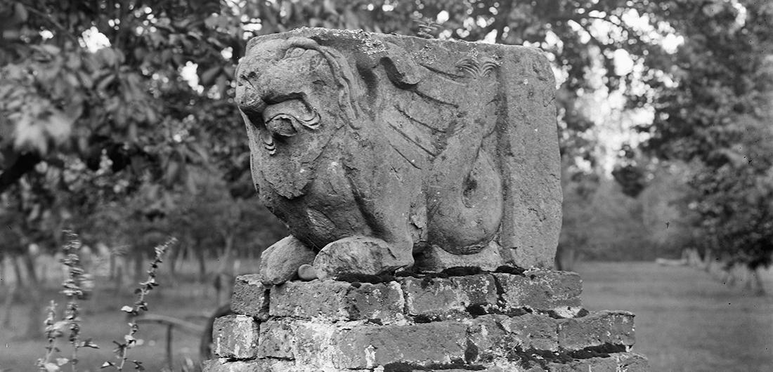 1914 Stuk schouw - bekroning hekpijler. Foto G. de Hoog, Rijksdienst vh Cultureel Erfgoed. objectr 2365